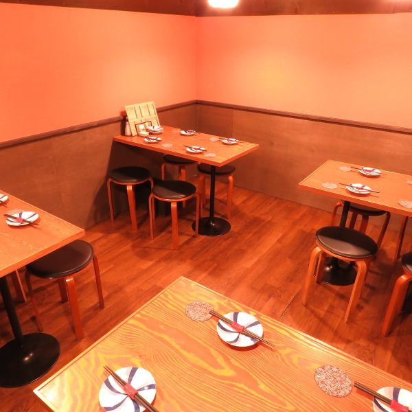 Advancing to the back of the store, there are 4 seats for fashionable table seats ☆ perfect for girls' party and small party banquet ♪
