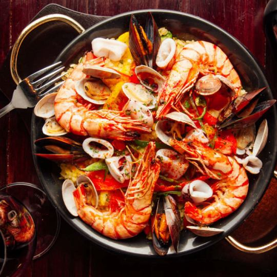 The royal road of the seafood Paella