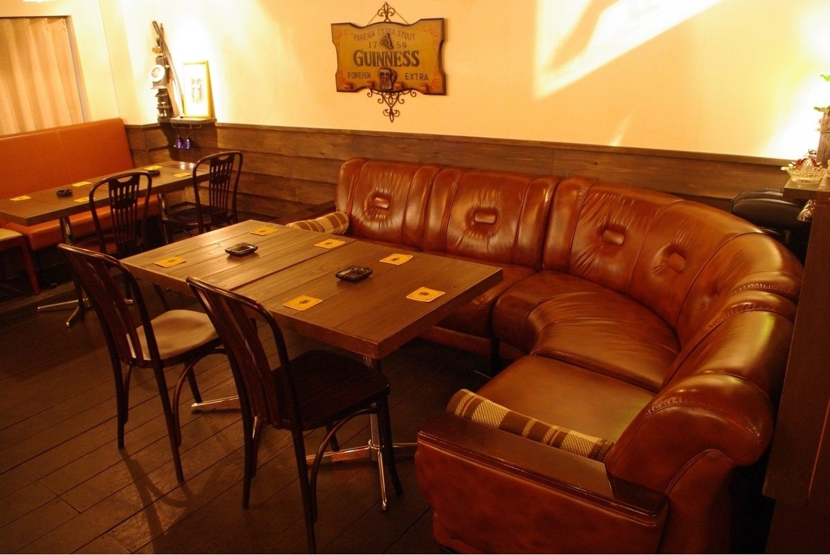 【テーブル席】ちょっとした集まりにゆったり、リッチなソファー席。8名様まで座れます♪総席数40席完備!ご宴会最大50名様までOK!20名様以上で貸切対応可能◎お客様のシーン・人数に合わせ、ご案内いたします♪お席詳細・人数・ご予算など、お気軽にお問い合わせください!※写真は一例です