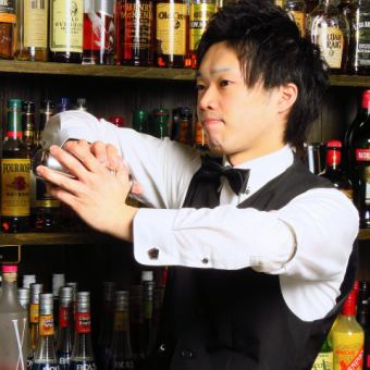 プロの技を目の前で♪【バーテンダーコース】2H飲み放題付き 4品3500円