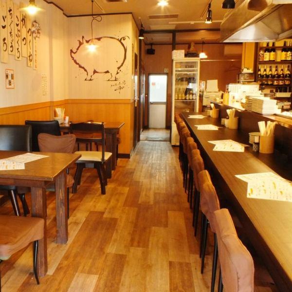 美麗的店鋪只是新的2016年5月開業。除了櫃檯和桌子,店,這也是站在飲酒座位。請然後通過各種手段需要關注一旦你覺得自己像喝一點