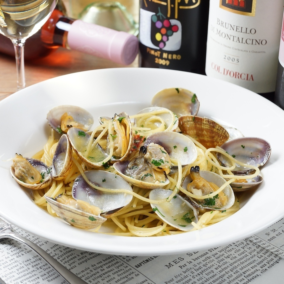 Spaghetti Vongola Bianco - plenty of clams white wine flavored in Naples style ~