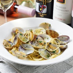 ~ In white wine flavor Naples style of spaghetti vongole bianco - large clams