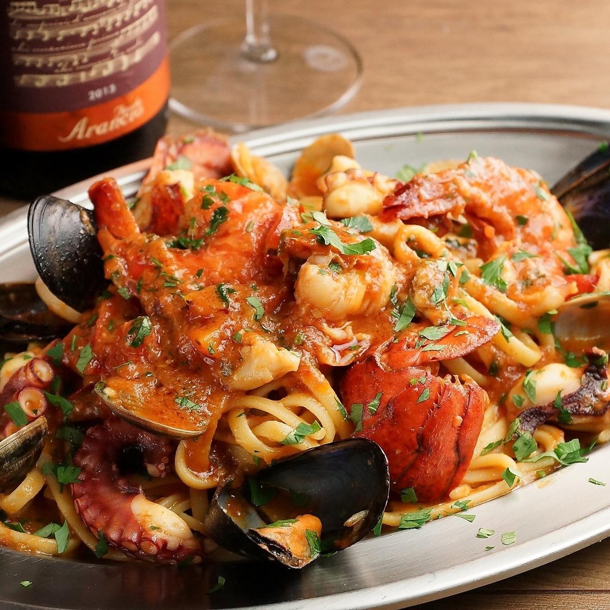 Lingine seafood plenty of Naples style Pescatore