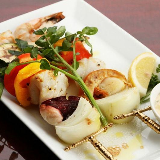 Seafood's grilled skewers