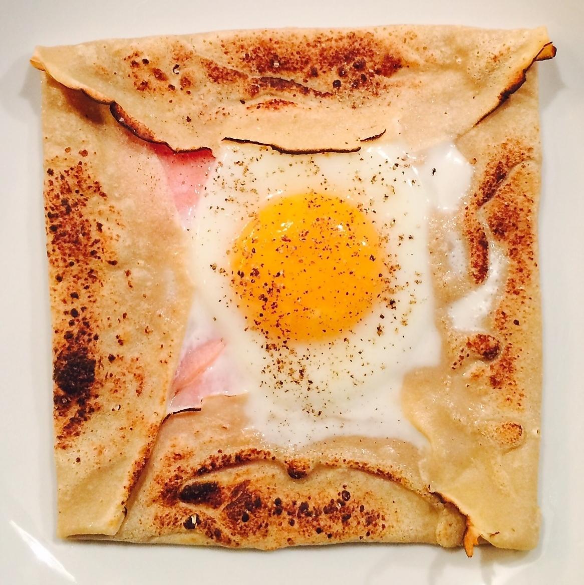 そば粉のガレット(ハム.卵.チーズ)