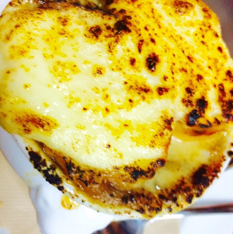 熱々オニオングラタンスープ