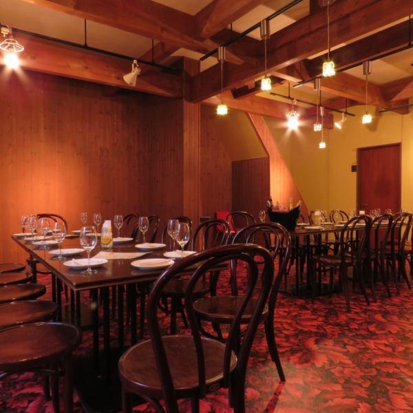 2階席:8名~30名なら完全に貸しきることが出来ます。パーティーや会議などにもおすすめ。