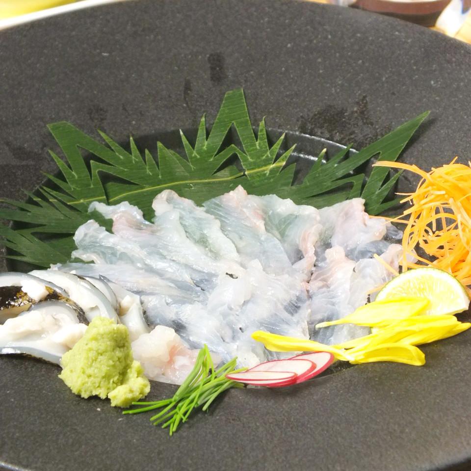 ウツボ刺身   造り醤油とポン酢おろしと生姜味噌で