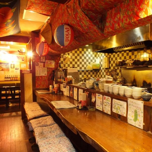 ほんのりあたたかい照明と木のぬくもりを感じる店内!!健康・美容にも効果バツグンなゴーヤを使った料理やヘルシーな海ブドウなど美味しい料理を沢山ご用意!沖縄の食材をふんだんに使った創作料理が人気です!沖縄料理が好きな人も、まだ食べたことがない人も、是非一度暖かい沖縄の雰囲気を感じに来てください♪