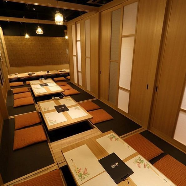 "Individualized by ""Washi"", the relaxed digging tatami room is perfect for various banquets! It is perfect for welcome party, legal affairs, private use with family and friends, please come and have a good moment Please give me.We also accept private rooms for 30 guests, so please do not hesitate to contact us."