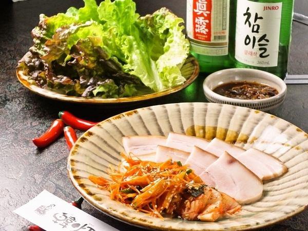 大人気の鶏一匹丸々使用したタッカンマリ他、どのお料理選んでも間違いなし!!