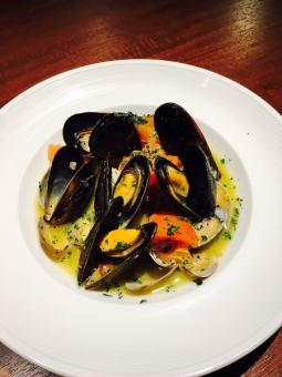 Steamed clams and mussels white wine