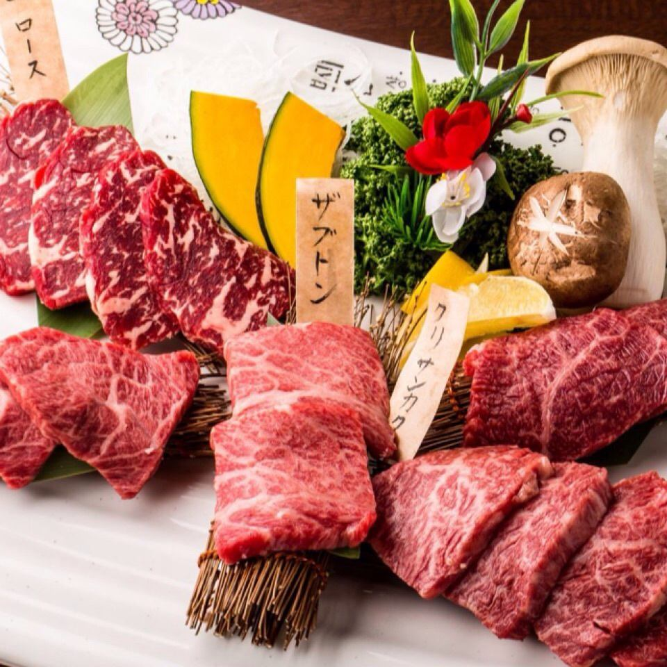 A5 rank Kuroge Wagyu beef specialty store, grill with lava stone.