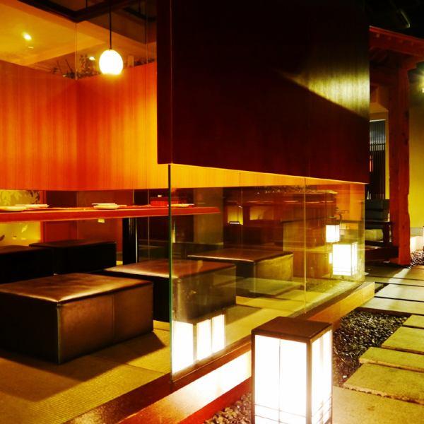 2名様からご利用できる掘りごたつの個室。全26室、138席。団体様は最大40名までの宴会が可能です。ゆったりとした空間の完全個室もあり接待や会食などにもご利用頂けます。