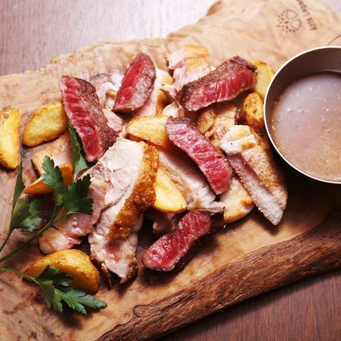 Eiraku Farm Shiraoi Beef,Hirata Farm Sangen Pig和Nakagauchi Uchikin Chicken的豐富肉拼盤