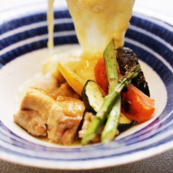 北海道中札内地鶏のステーキ ~花畑牧場 熱々のラクレットチーズをかけて