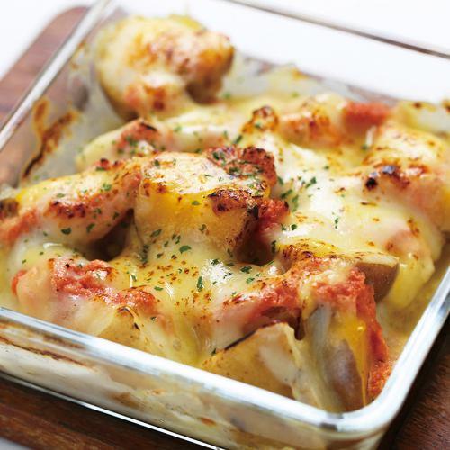 たらことチーズをたっぷりかけた北海道産じゃがいものオーブン焼き