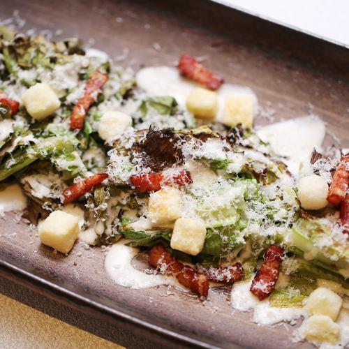 北海道産炙りロメインレタスのシーザーサラダ~燻製オリーブオイルで