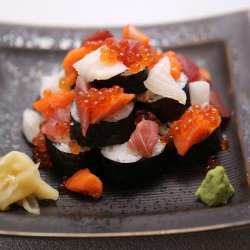 北海海の幸のこぼれ巻き寿司