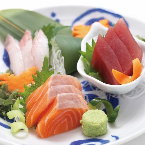 旬の新鮮鮮魚のお造り3点盛り合わせ