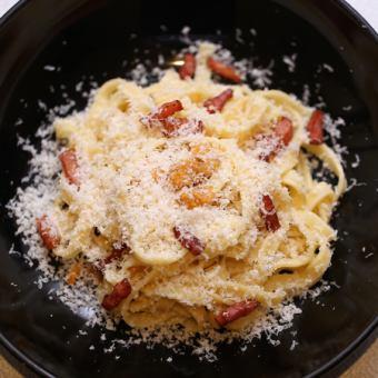 ベーコンのウニボナーラ ~パルミジャーノチーズをかけて