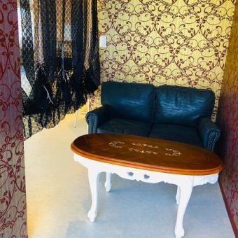カップル/デートに最適なソファ席も店内奥にご用意◎あま~い世界をご堪能あれ・・・♪
