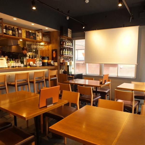 Our spacious and trendy interior shop is available for 20 people ~ Available! 【Seating: 20 ~ 39 people, eating: 20 ~ 40 people】 Course is available from 3,500 yen with unlimited drinks! ~ Yokohama Station 5 minutes on foot ♪ The company banquet is decided at the flowers that are open soon ♪