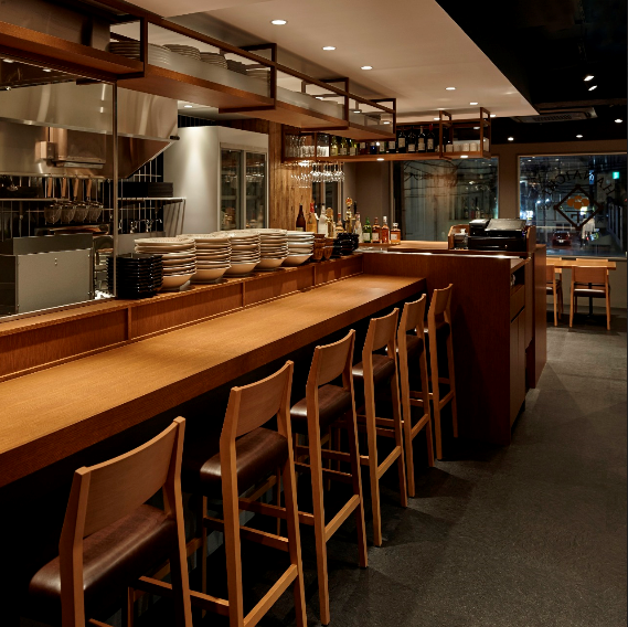 Counter seating is perfect for dating ♪ Sitting side by side squirts conversation too!