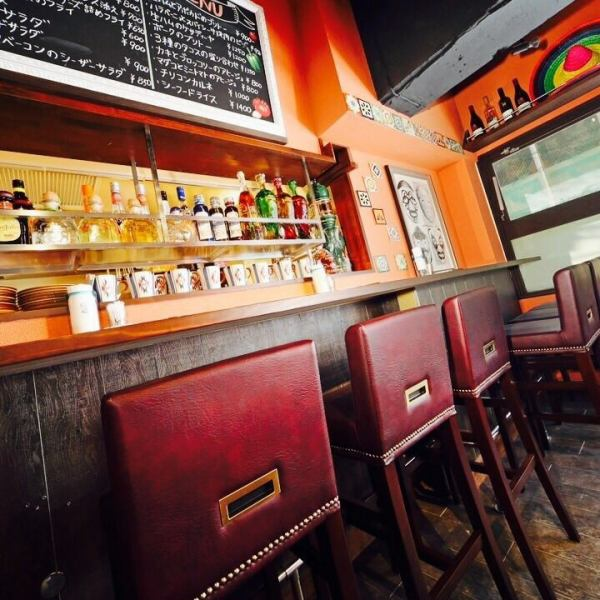 还有一个柜台座位♪欢迎一个人以及一对夫妇!随意享用餐点和饮料!