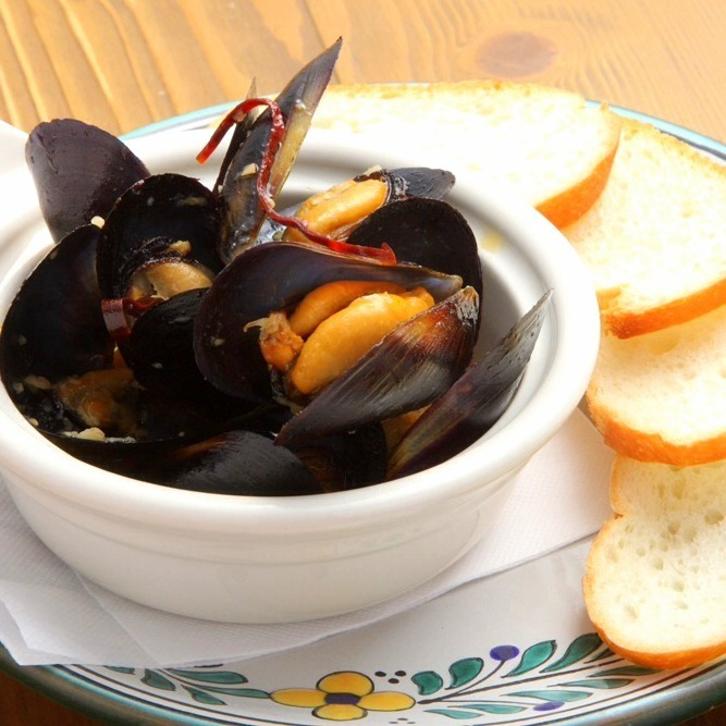 Tequila steamed mussels
