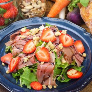 Strawberry with raw ham and walnut salad