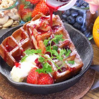 Homemade crisp waffle