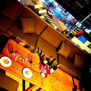 【女子協會·生日·媽媽協會】2~6人左右的私人飲酒派對♪您可以看到夜景!在商店的筒燈中★回到公司或女孩聚會,喝一點午餐,午餐Momokai,私人飲酒派對♪在我們的約會和橫濱的女孩派對派對!我們的居酒屋女孩協會周年紀念飲品自助餐吧單獨房間