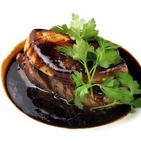 炒牛肉片和鵝肝醬