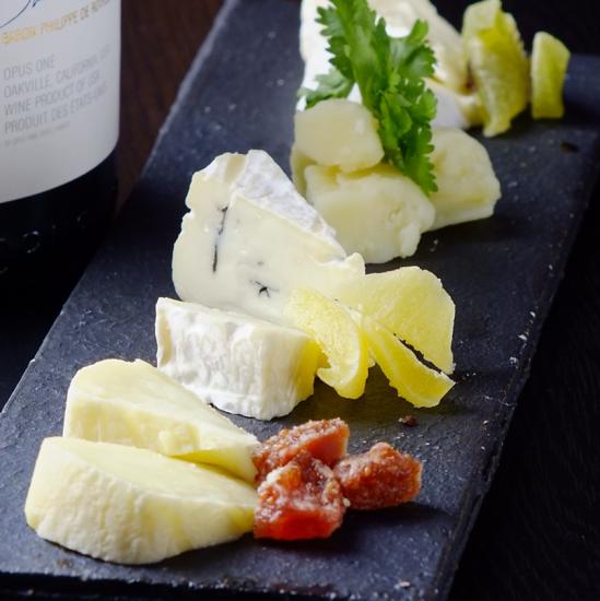 パリ直輸入のチーズもご用意♪