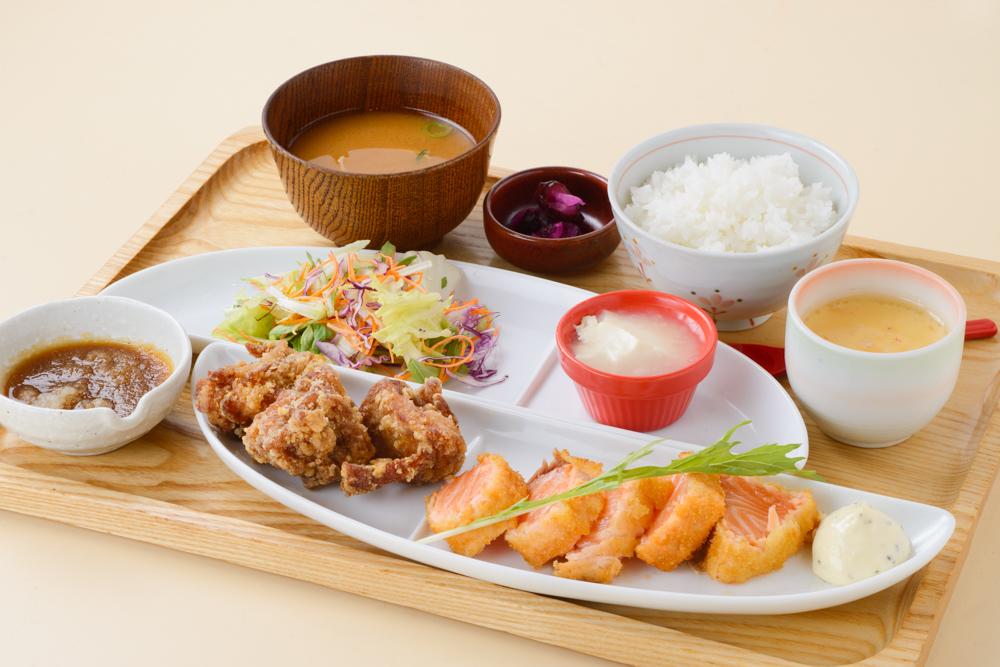 新鮮的三文魚米排和3個炸雞套