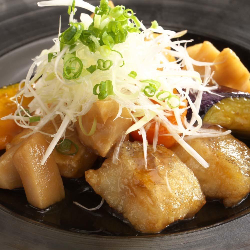 雞和根菜類用黑醋調味汁