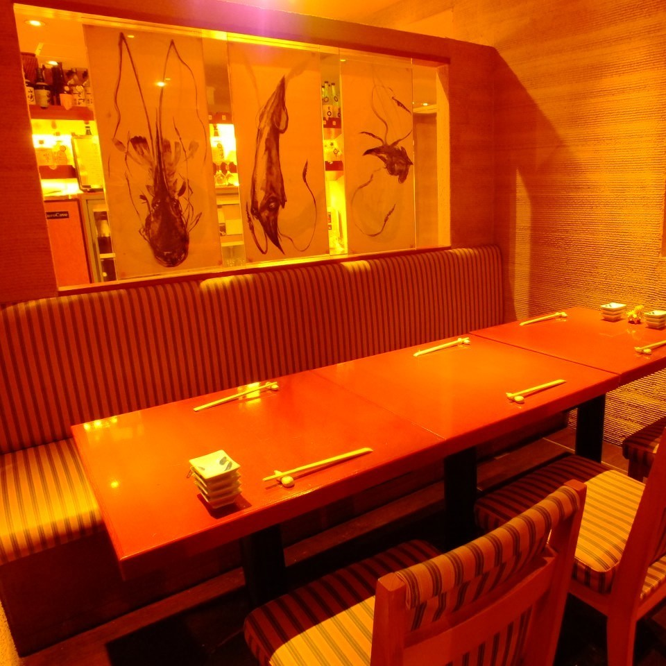 【Between Chrysanthemum】 A semi-private room table seat for 4 to 6 people