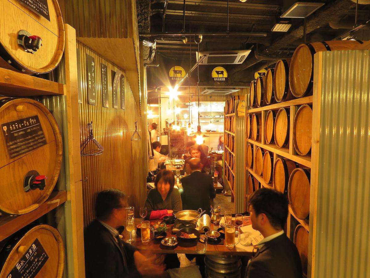◆樽裏テーブル席◆ワイン樽の裏にあるお席♪隠れ家のようにやや照明の落ちた落ち着いた雰囲気のお席です!