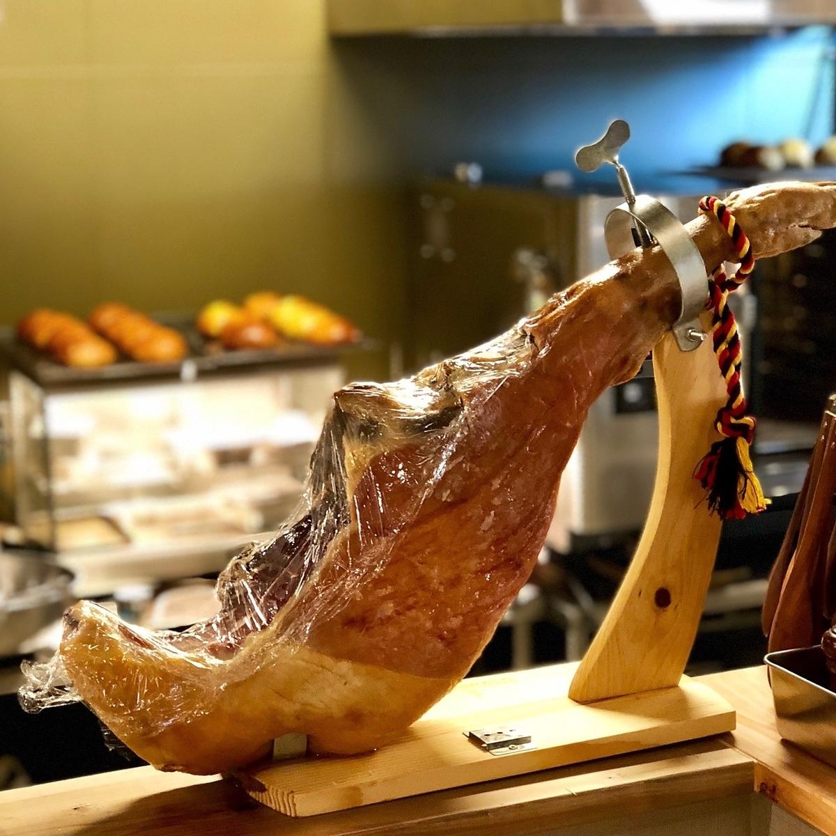 お肉、お魚、お野菜、全て厳選したものをご提供します