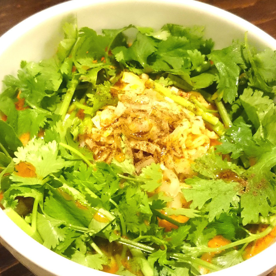 Pakuti烧烤面条午餐(含沙拉)