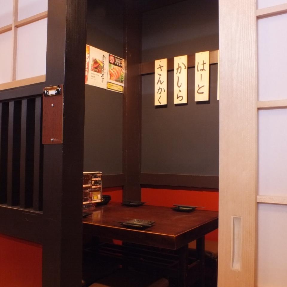 酒店還提供私人客房。【居酒屋Yakitori飲料所有你可以吃厚木】6-8個座位