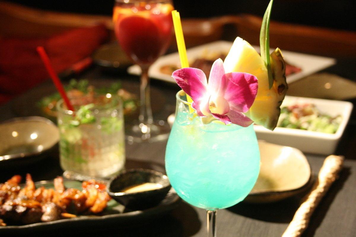 深夜まで営業。異国情緒あふれる雰囲気のレストランバーで楽しいパーティーはいかが?