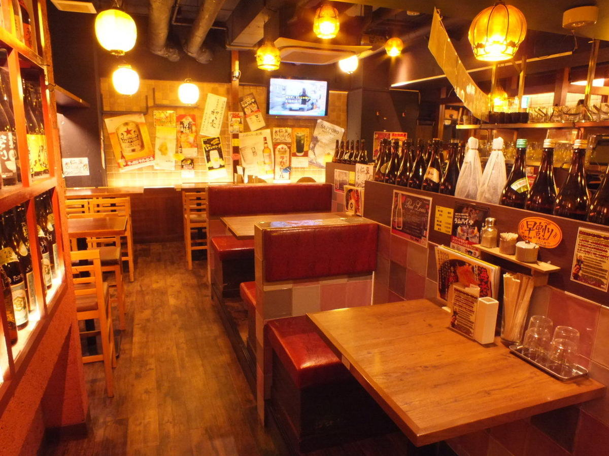 We prepare a variety of table seats, large and small.Four people seats are spacious so we can afford to order a lot.