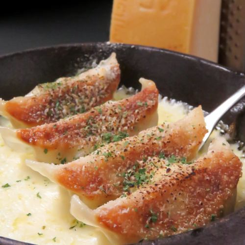 釜焼きチーズ餃子 4個