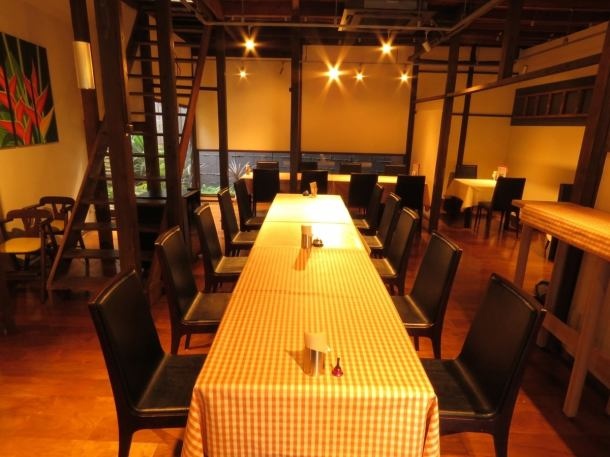 The table seat which can be used extensively is a table for 6 people.You can adjust according to the number of people ♪