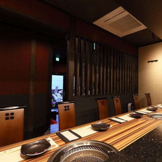 It is a counter seat where you can enjoy teppanyaki in front of you.You can use it in various scenes such as anniversary / birthday / entertainment / date.