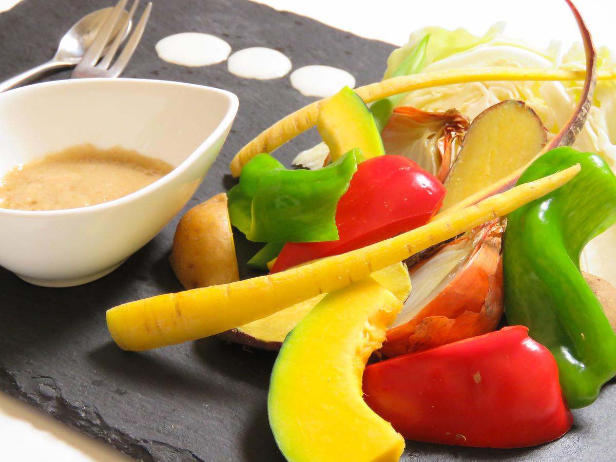 季節の温野菜サラダ バーニャカウダソース