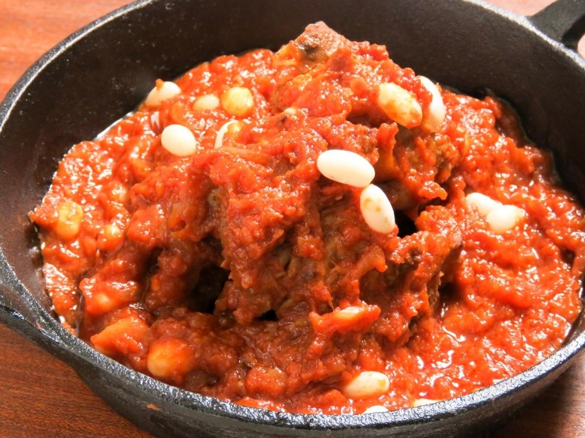 とろっとろっに煮込んだ道産ポークスペアリブとお豆のトマト煮